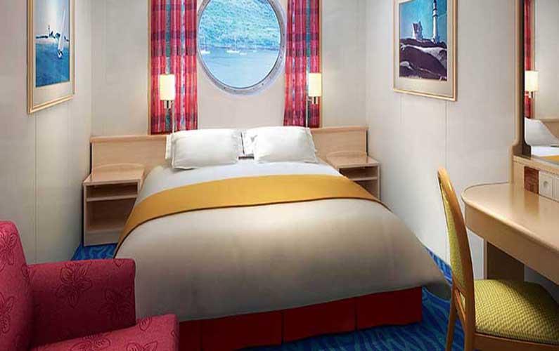 """Каюта с окном """"Mid-Ship Oceanview Porthole Window Stateroom"""""""