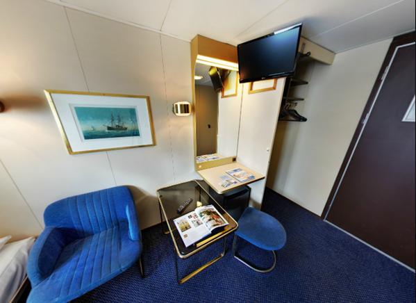 "Каюта с окном ""A Premium Cabin"""